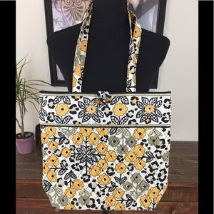 VERA BRADLEY TOGGLE BUTTON LARGE TOTE